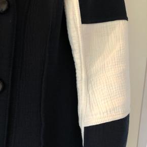 Smuk blazer fra By Malene Birger.  Brugt et par gange.  Bytter ikke.