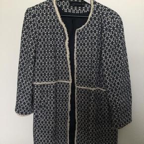 Den flotteste jakke, som både kan bruges til hverdag og til fest.