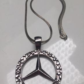 Mega fed og funky Mercedes halskæde. Ikke ægte sølv. Brugt meget få gange