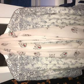 Tørklæde fra Charlotte Sparre. Stadig med mærke i og aldrig brugt Ny pris: 500