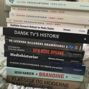 Bøger til medievidenskab semester 1-4. Skriv til mig for pris