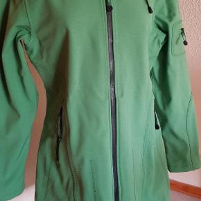 Lækker grøn regnfrakke