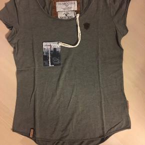 T-Shirt i utrolig lækker kvalitet Str S  (Dame tee)  Aldrig brugt  Se flere annoncer på min profil