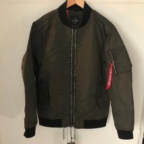 Overgangs jakke i bomberjacket stil