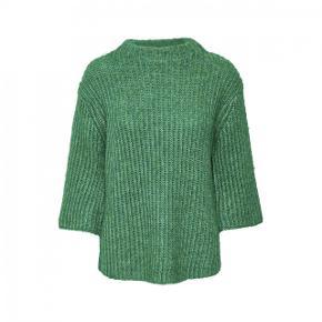 Jeg sælger min Denim Hunter sweater i en virkelig ved grøn farve. Den er i virkelig god stand, og sælges kun fordi jeg ikke får den brugt. Byd endelig eller skriv for mere info💓