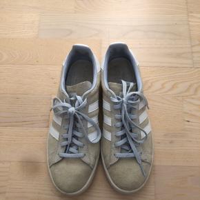 Flotteste grå/lyseblå Adidas Campus sneakers! Brugt få gange, og fremstår næsten som helt ny! BYD! Str 39 1/3, nypris 749kr.
