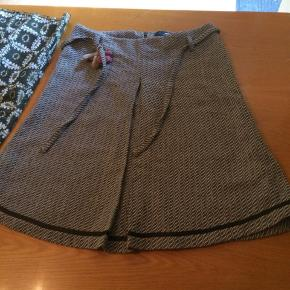Tre flotte nederdele i str. 42-44. Prisen er for alle tre.