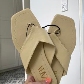 Zara sandaler i creme gul farve, aldrig brugt