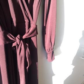 Flot kjole fra H&M med bindebånd.