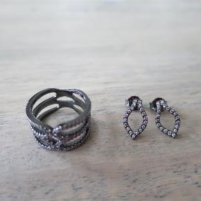 Varetype: smykker Størrelse: str. 50 /  1/5 cm Farve: oxyderet Oprindelig købspris: 1099 kr. Prisen angivet er inklusiv forsendelse.