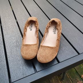 Rigtige fine kvalitets sko. Hæl ca 6 cm. Fin med strømpebukser her i efteråret