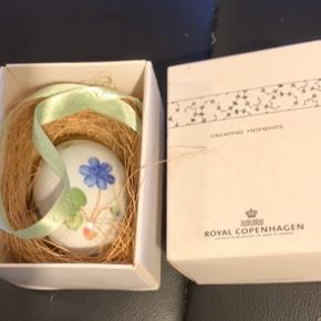 Royal æg i original æske med rede og bånd et samler objekt  2007 BLÅ ANEMONE  Mål 6 cm  Sender + porto