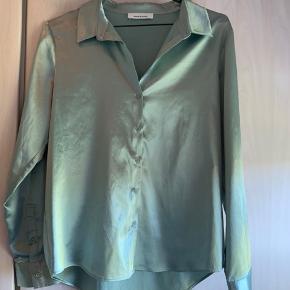 Lysegrøn metallic Samsøe skjorte - brugt en enkelt gang! Np. 599 kr - mp. 300 kr