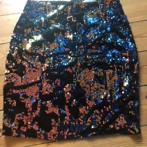 *ny pris*Rigtig fin nederdel fra asos. Jeg får den ikke brugt, så derfor sælges den. Brugt 2-3 gange fremstår som ny. Med lynlås