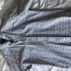Ternet Ralph Lauren skjorte. Stor i størrelsen. Købt i Amsterdam for en del år siden. Ikke brugt særlig meget.