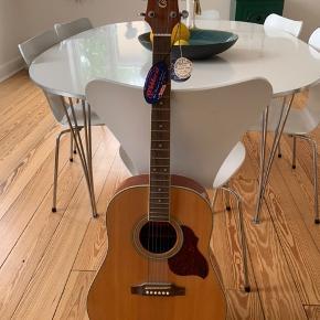 Sprit ny fed guitar. Stadig med prismærke og navn 😊 virkelig flot!