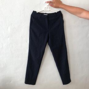 Mørkeblå bukser med sølvstriber fra hm