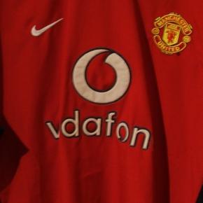 Manchester United trøje fra sæsonen 02/03 hvor de blev mestre.  Tags: fodbold, fodboldtrøje, fodboldtrøjer...
