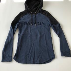 Sælger denne fine balmain hoodie.  Str: S (fitter omkring 180 cm) Cond: 7-8