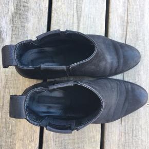 Super behaglig støvler. Lidt cowboy stil. Hentes fra Søborg eller sendes ved DAO hvis køber betaler porto.