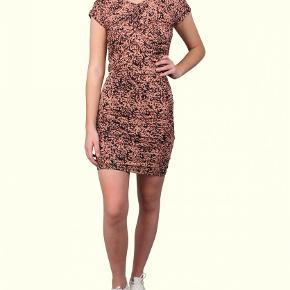 Super fin kjole i det blødeste stof. Sidder helt tæt til kroppen.