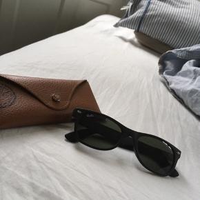 - Klassisk brille fra Ray Ban (etui medfølger). - Nypris: 1100kr. - BYD!!!:)