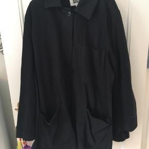 Fed jakke fra Weekday. Str xs-s, men ret stor i det, så passer helt sikkert også en medium. Brugt 4-5 gange.