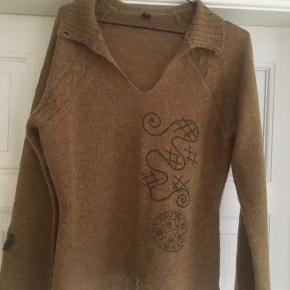 Fin tynd sweater i 50 % mohair 50% acryl. Brugt få gange. Har bare for mange sweatere!😀 Kan hentes i Århus C