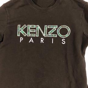 Varetype: Langærmet t-shirt Farve: Sort Oprindelig købspris: 1400 kr.  sælger da jeg mangler penge. den fejler ingenting, men brugt få gange.