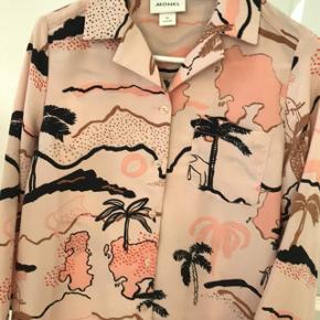 Super fin skjorte til foråret. Aldrig brugt.