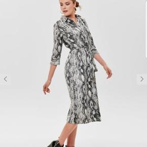 Smukkeste kjole fra ONLY, sælges desværre da den er for lille.