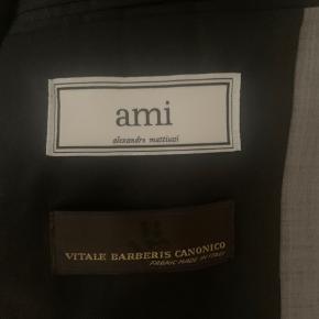 Ami Alexandre Mattiussi lysegrå blazer i str. EU50. 100% uld.   Kun brugt et par gange.