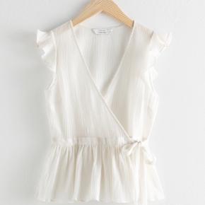 Sleeveless Cotton Wrap Tank Top  Sælger denne smukke top fra & Other Stories i flot stand og brugt højst to gange 😊  Kom endelig med bud eller spørgsmål Bytter gerne ved interesse