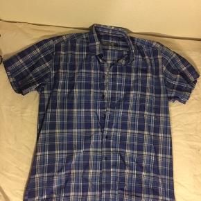 Oversize short sleeve , 90's style shirt,
