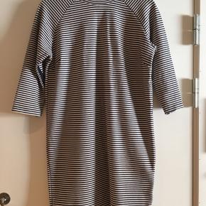 Blå/hvid stribet kjole fra Selected femme