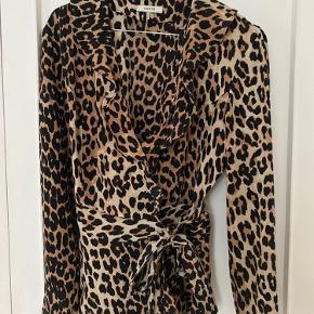 Brugt en gang.  Fineste leopardtop i silke.