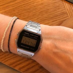 Der er nogen enkelt ridser på de forskellige ure. Kom med et bud