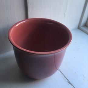 Smuk lyserød/rose potteskjuler fra W. Germany.  Mål: - H: 12 cm - Ø: 14 cm