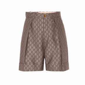 Gucci shorts, nye og i handlen nu. Stadig med tag. Str 44 italiensk. Passer nok nærmere en 38. Højtaljede.   Nypris 6675,-  Bytter ikke og skambud ignoreres.