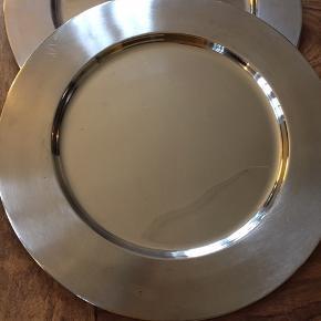 Fine dækketallerkener. 4 stk, 30 cm i diameter.