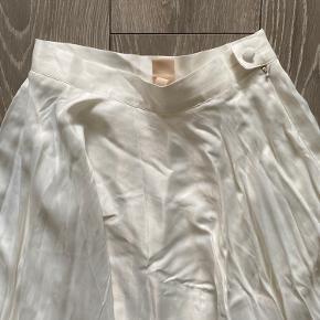 Brugt 1 gang, højtalet satin nederdel fra H&M  Str 36