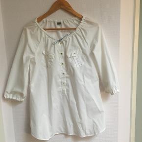 Hvid bluse fra eterna excollent i str 38. Passer dog fint en S, M og lille L. Brugt 1 gang