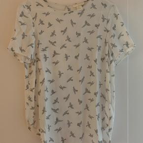 Sød sommerbluse/t-shirt med fuglemotiv str M