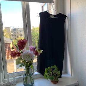 Str 34 lækker elegante acne kjole perfekt til Årstiderne vi går i møde nu