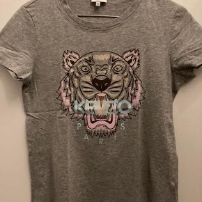 Lækker T-shirt fra KENZO str. S - kun brugt få gange