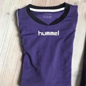 Mørkelilla t-Shirt fra Hummel i str. m (passer en s/m)  Ingen tydelige tegn på brug☺️