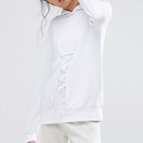 Hvid bomuldshættetrøje 100% bomuld brugt et par gange! Nypris 200kr ✌🏼