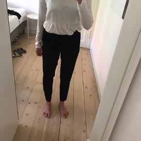 Habit-ligende bukser med bindebånd i taljen