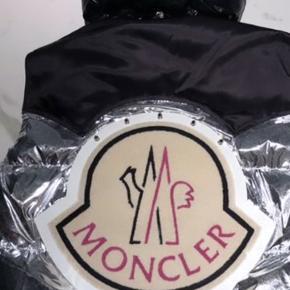 Sælger min moncler x palm angels vest  Skriv en pb, for mere info, og billeder.    Mp 15.000kr