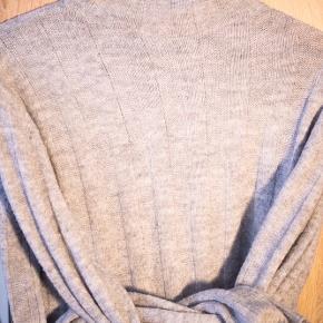 Fin sweater